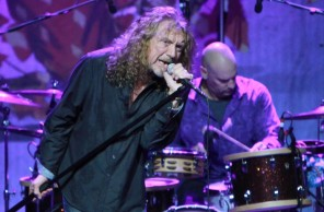 robert-plant-and-the-band-of-joy-performing-live-09