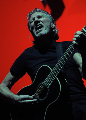 Roger_Waters_-_The_Wall_in_Ottawa_(7451690376)